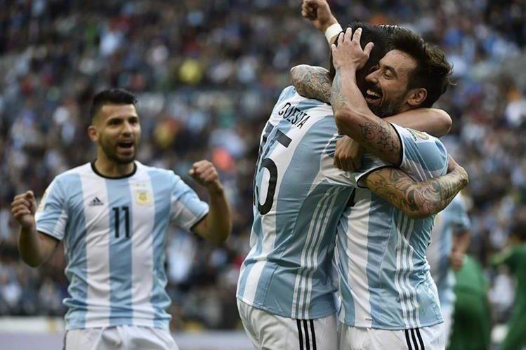 Así festejaron los argentinos frente a Bolivia. (Foto Prensa Libre: AFP)
