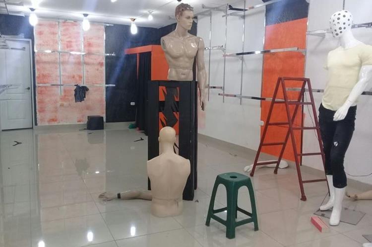 En uno de los negocios robaron ropa de marca valorada en Q75 mil. (Foto Prensa Libre: Mike Castillo)