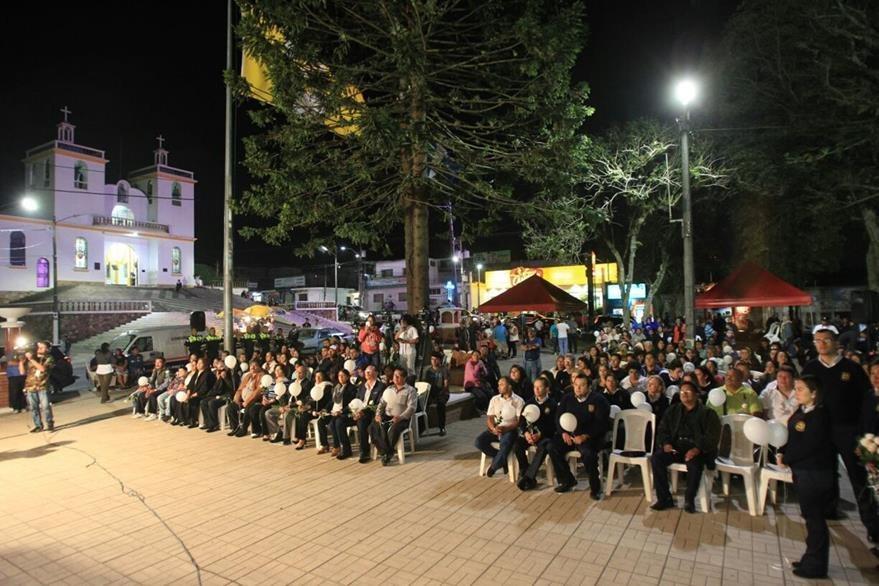 Honra a los muertos de la tragedia de El Cambray 2. (Foto Prensa Libre: Esbin García)