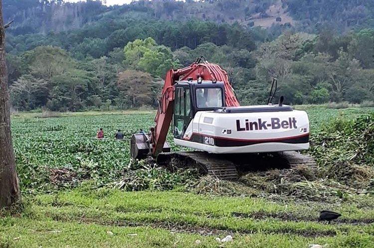 Maquinaria que será utilizada para llevar a cabo los trabajos de rescate. (Foto Prensa Libre: Eduardo Sam)