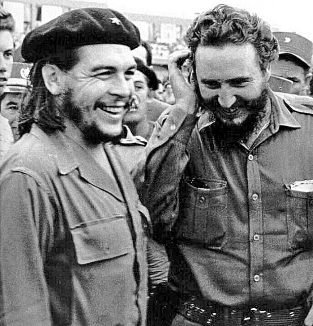 """Ernesto """"Che"""" Guevara y Fidel Castro en Cuba. (Foto: Hemeroteca PL)"""