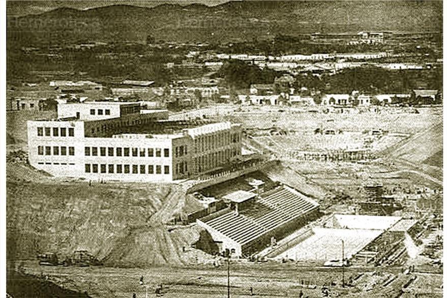 Ciudad Olímpica en construcción (1949). A la izquierda, el Palacio de los Deportes; a la derecha Piscina Olímpica; al fondo, el Teatro al Aire Libre.(Foto: Hemeroteca PL)