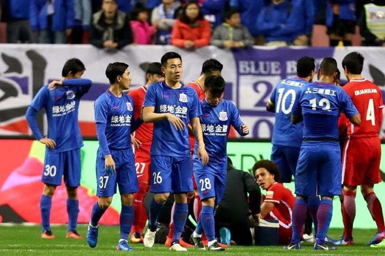 Qin Sheng tendrá que pagar US$43 mil 500 por pisotón a Axel Witsel. (Foto Prensa Libre: AFP).