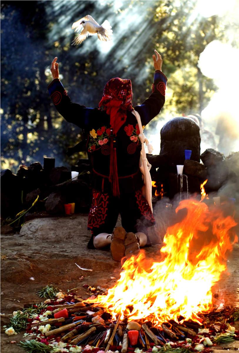 """Fotografía """"el fueguito sagrado"""". (Foto Prensa Libre: Ricky Lopez Bruni)"""