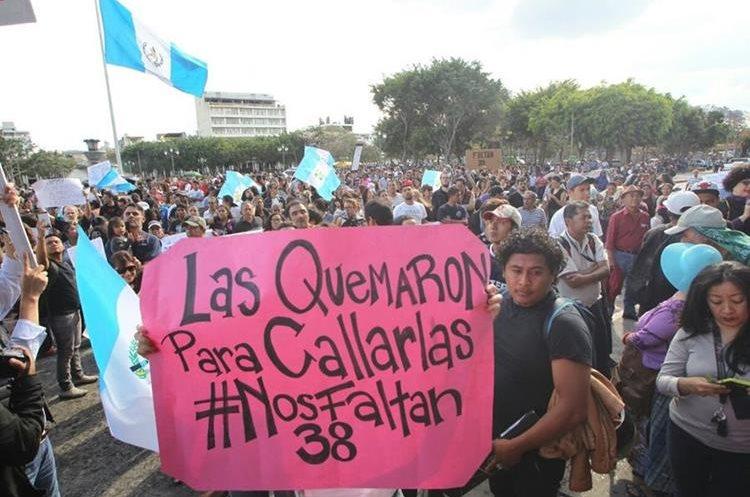Mensajes de solidaridad y congoja llevaron los ciudadanos