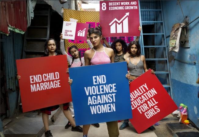 En la nueva versión del videoclip participan mujeres de distintas nacionalidades. (Foto Prensa Libre: @unfoundation)