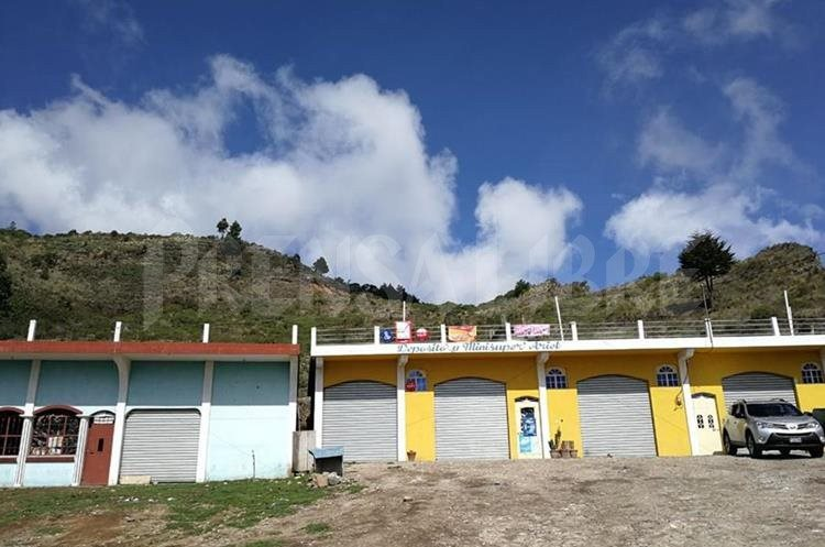 Tuichán parece un pueblo fantasmal. (Foto Prensa Libre: Estuardo Paredes)