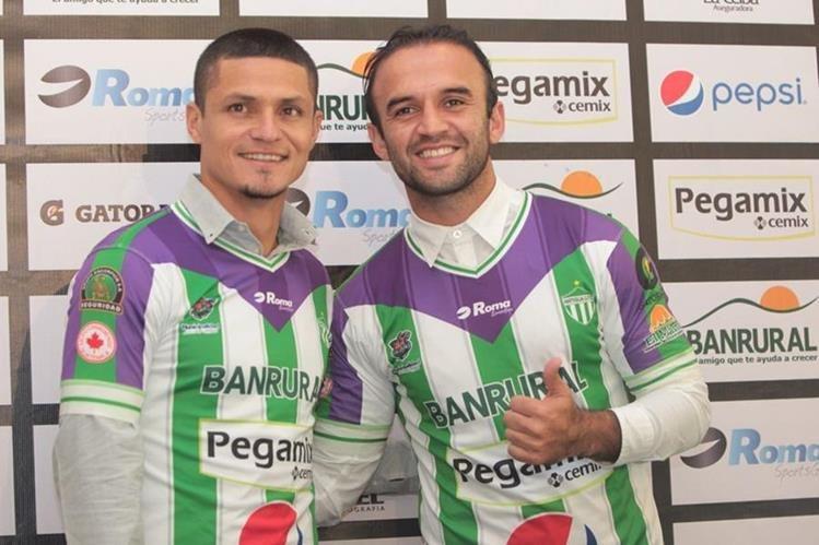 Jairo Arreola y José Manuel Contreras fueron presentados como nuevos refuerzos del club antigueño. (Foto Prensa Libre: Norvin Mendoza)