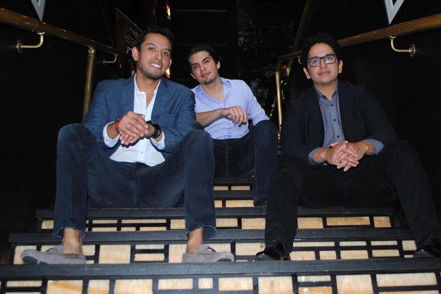 Iván, Jean y Hans Aguilera realizarán homenaje póstumo a Juan Gabriel. (Foto Prensa Libre: EFE)