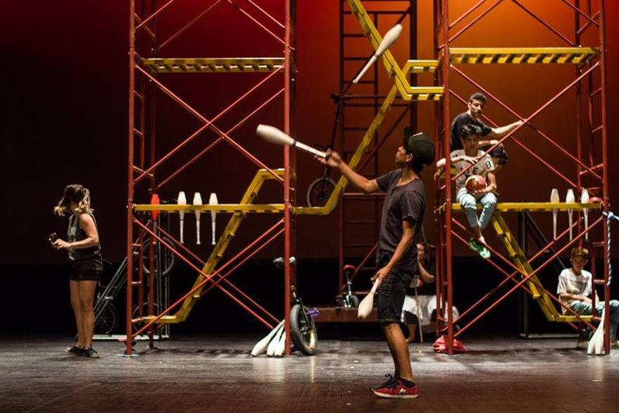 """Ensayo de """"Circópolis"""", dirigida por Pancho Toralla. (Foto Prensa Libre, tomada del FB del X Festival Nacional de Teatro)."""
