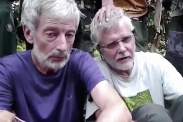 Los canadienses Robert Hall, (i) y John Ridsdel aparacen en un video del grupo terrorista Abu Sayyaf.(AFP).