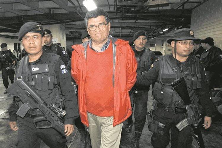 En 1987, Arnoldo Medrano empezó labores en la Municipalidad de Chinautla, como tesorero, (Foto Prensa Libre: Hemeroteca PL)