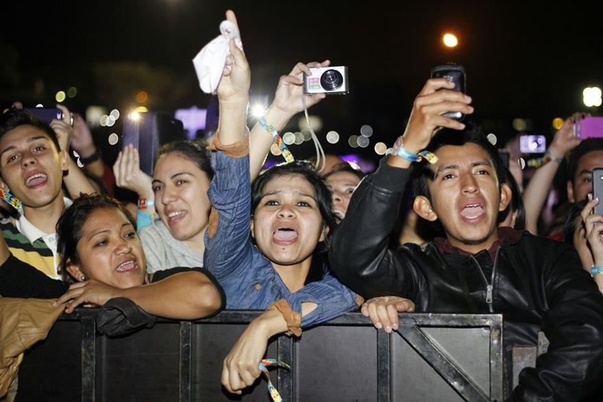 El público coreaba cada canción de Romeo Santos. (Foto Prensa Libre: Paulo Raquec)