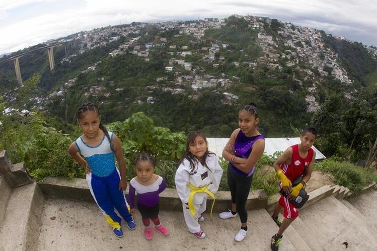 El programa Enlace Entre Barrios integra a niños de áreas de escasos recursos a la vida deportiva. (Foto Prensa Libre: Norvin Mendoza).