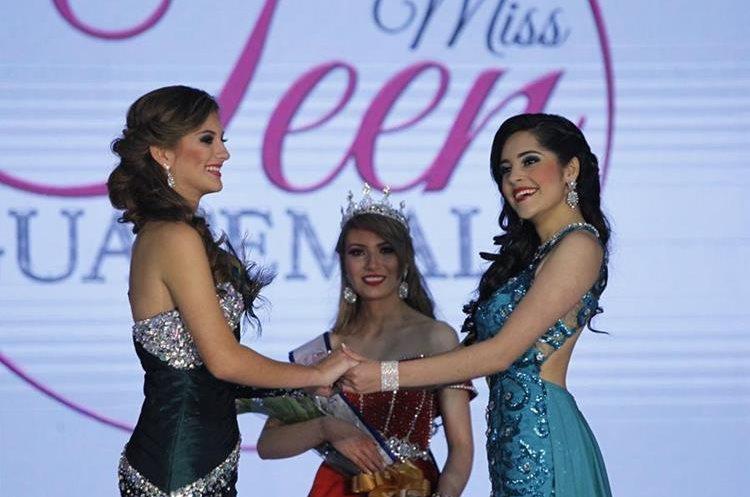 Mariana Contreras, izquierda, fue la ganadora de Miss Petite y Zuleni Ramírez, derecha, ganadora de Miss Teen Guatemala 2017.  (Foto Prensa Libre: Paulo Raquec).