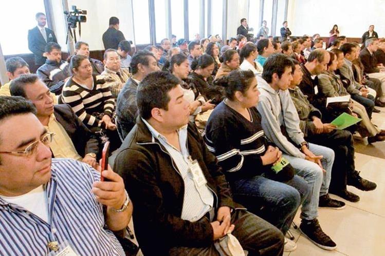 público que asistió ayer al conversatorio sobre la Ley Emergente para la Conservación del Empleo, en un salón del Palacio Legislativo.