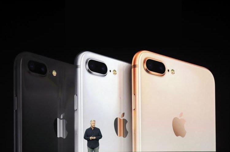 Los modelos del iPhone 8 también lucieron en la presentación de Apple. (Foto Prensa Libre: AP)