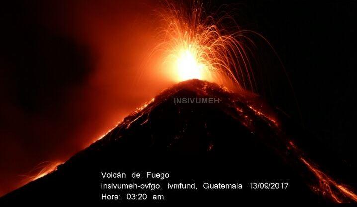 El Volcán de Fuego se encuentra en una nueva etapa eruptiva este miércoles. (Foto Prensa Libre: Insivumeh)