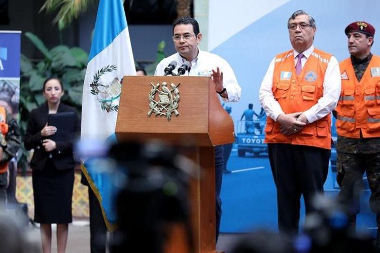 El presidente Jimmy Morales, sigue sin responder a los cuestionamientos que le hace la prensa. (Foto Prensa Libre)