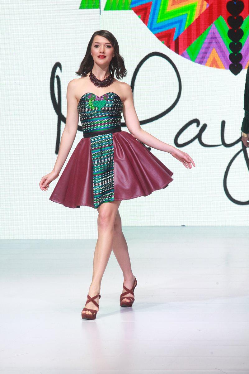 Este vestido es parte de la colección de Mayanz. (Foto Prensa Libre: Estuardo Paredes)