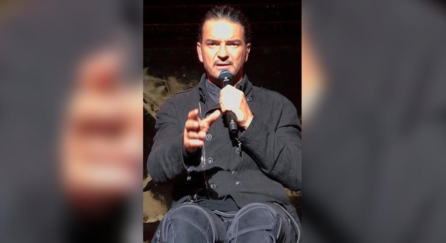 Ricardo Arjona le dedicó una canción a una de las asistentes a su primer concierto en Guatemala. (Foto Prensa Libre: Cortesía Elisa Cordero)