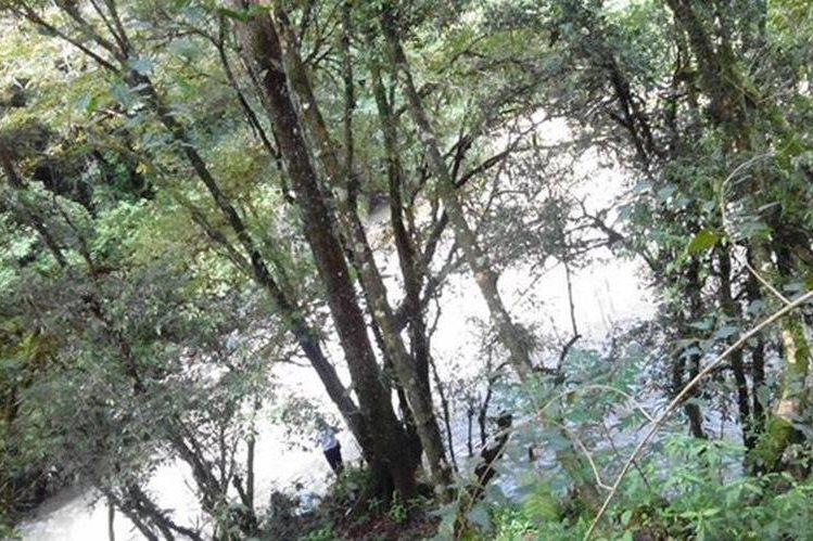 Área donde fue localizado el cadáver de la menor, en San Pedro Carchá. (Foto Prensa Libre: Eduardo Sam).