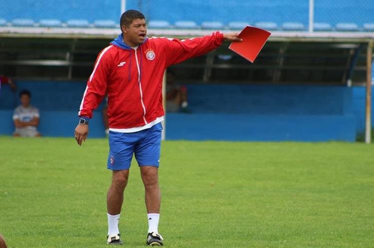 Ronald Gómez manifestó que aunque muchos pensaban que Xelajú MC apuntaba al descenso, han demostrado lo contrario. (Foto Prensa Libre: Raúl Juárez)