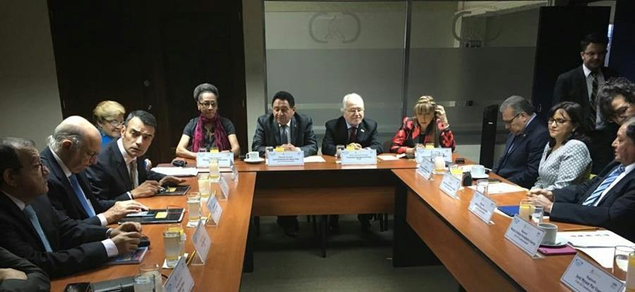 La Comisión Interamericana de Derechos Humanos reunidos con los magistrados de la Corte de Constitucionalidad. (Foto Prensa Libre: CIDH)