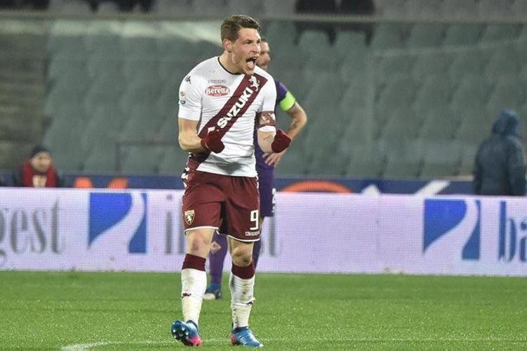 Andrea Belotti fue el gran héroe del Torino y celebra uno de sus goles ante Fiorentina. (Foto Prensa Libre: EFE)