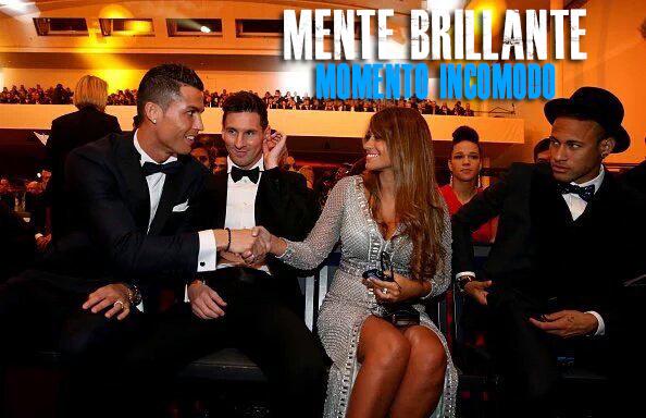 El saludo que acaparó las miradas en el Balón de Oro. (Foto Prensa Libre: Mente Brillante)
