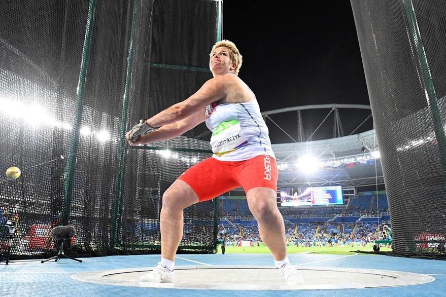 Wlodarczyk rompió la marca mundial con un lanzamiento de 82,29 metros. (Foto Prensa Libre:AFP)