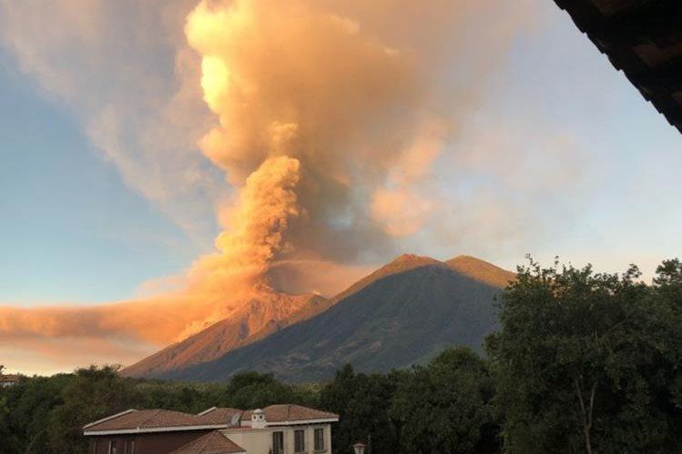 Image result for Concluye erupción volcán del Fuego tras 32 horas de actividad en guatemala