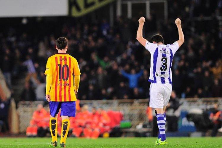 Messi volvió a desaparecer y el Barcelona se mostró perdido en Anoeta. (Foto Prensa Libre: AFP)