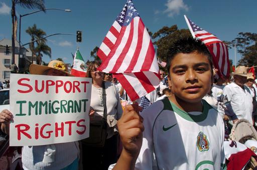 Los inmigrantes que llegaron de niños a Nebraska ilegalmente, tendrán la oportunidad de contar con permiso para conducir. (Foto Prensa Libre: EFE).