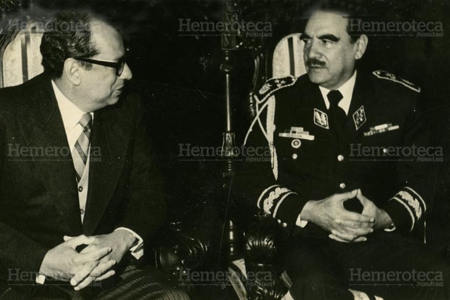 Romeo Lucas García -derecha-, presidente de Guatemala. (Foto: Hemeroteca PL)