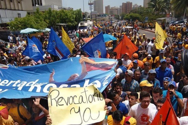 Venezolanos, durante una marcha contra Nicolás Maduro el pasado 4 de agosto. La oposición convocó a una nueva manifestación masiva para el próximo 1 de septiembre. (Foto Prensa Libre: EFE).