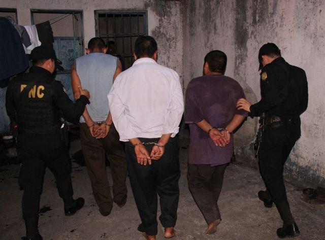 Alrededor de 134 personas fueron capturadas por incumplir la Ley Seca. (Foto Prensa Libre: PNC)