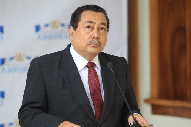 """El ministro de Salud, Alfonso Cabrera, admitió que recibió """"sugerencias"""" para contratar personal. (Foto Prensa Libre: Hemeroteca PL)"""
