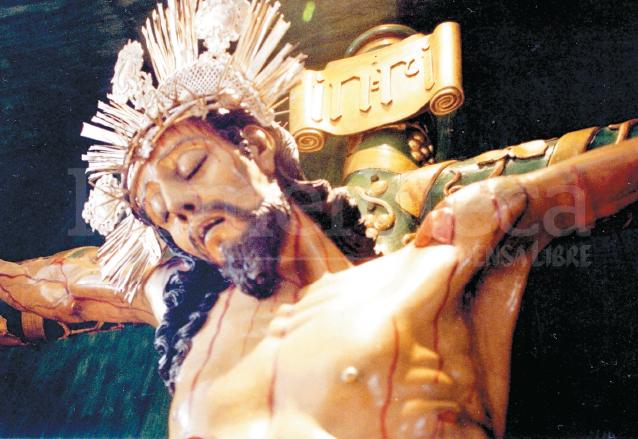 Imagen del Santo Cristo del Perdón de la Catedral de la Antigua Guatemala, en su interior se localizó un mensaje escrito por Pedro de la Rosa donde pide que se le efectúe una misa. (Foto: Hemeroteca PL)
