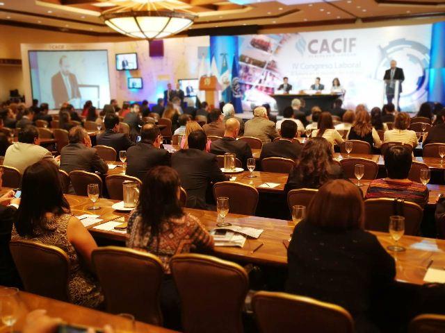 Empresarios reunidos para discutir sobre el trabajo infantil. (Foto Prensa Libre: Érick Ávila)