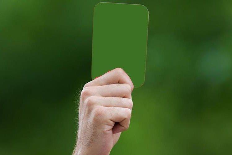 La tarjeta verde ya se utiliza en las categorías juveniles del futbol italiano. (Foto Prensa Libre: Hemeroteca PL)