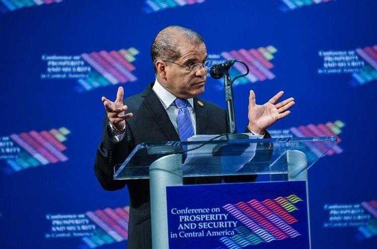 Óscar ortiz habla durante la cumbre económica y de seguridad sobre Centroamérica. (EFE).
