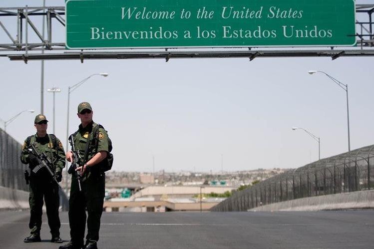 Militares estadounidenses protegen la frontera con México. (AFP).
