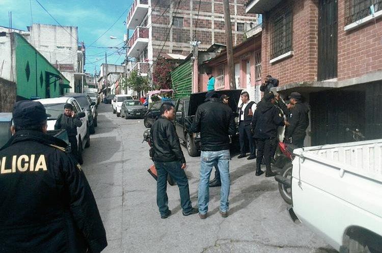 Cinco motos  robadas fueron localizadas en dos allanamientos( Foto Prensa Libre: Erick Ávila).