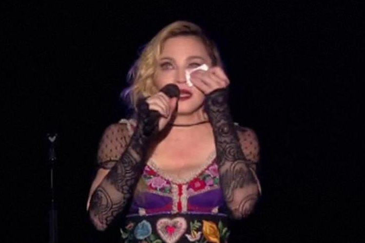 """""""¿Por qué permitir que los terroristas nos eviten disfrutar de la libertad?"""", se cuestionó, Madonna, el pasado sábado, durante su concierto en Estocolmo, Suecia. (Foto Prensa Libre: tomada de Internet)"""