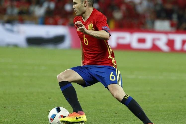 Iniesta es sin dudarlo uno de los principales motores de la Selección española. (Foto Prensa Libre: EFE)