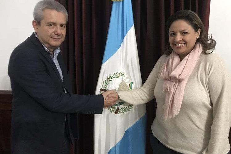 Sandra Jovel es juramentada como jefa de la Cancillería, en sustitución de Carlos Raúl Morales. (Foto Prensa Libre: Gobierno de Guatemala)