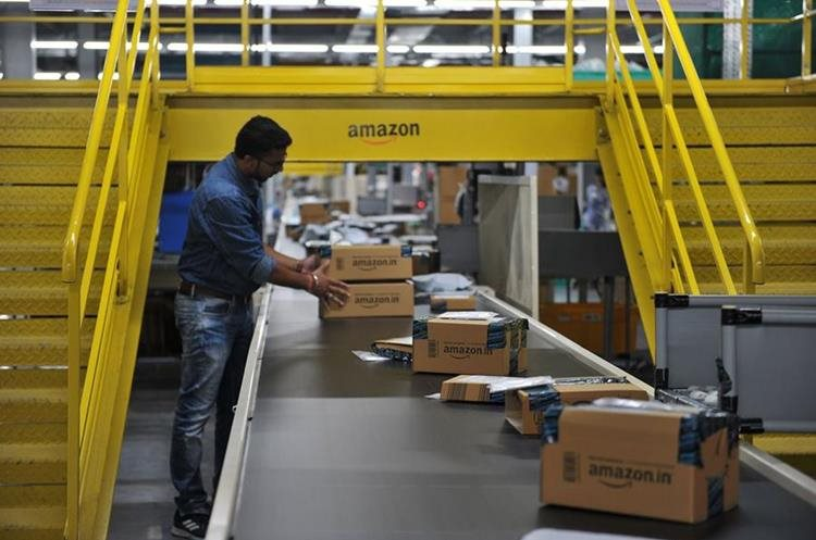 Centro de Amazon en India. (Foto Prensa Libre: AFP)