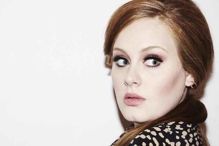 Adele sigue en la punta de las descargas den iTunes. (Foto Prensa Libre: Hemeroteca PL)