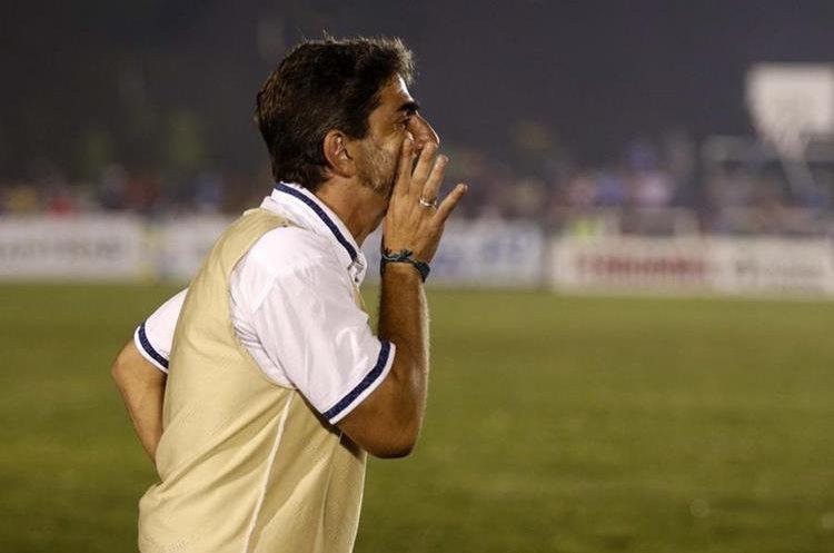 El estratega Fabricio Benítez espera jugar las instancias finales con Cobán Imperial. (Foto Prensa Libre: Eduardo Sam Chun)